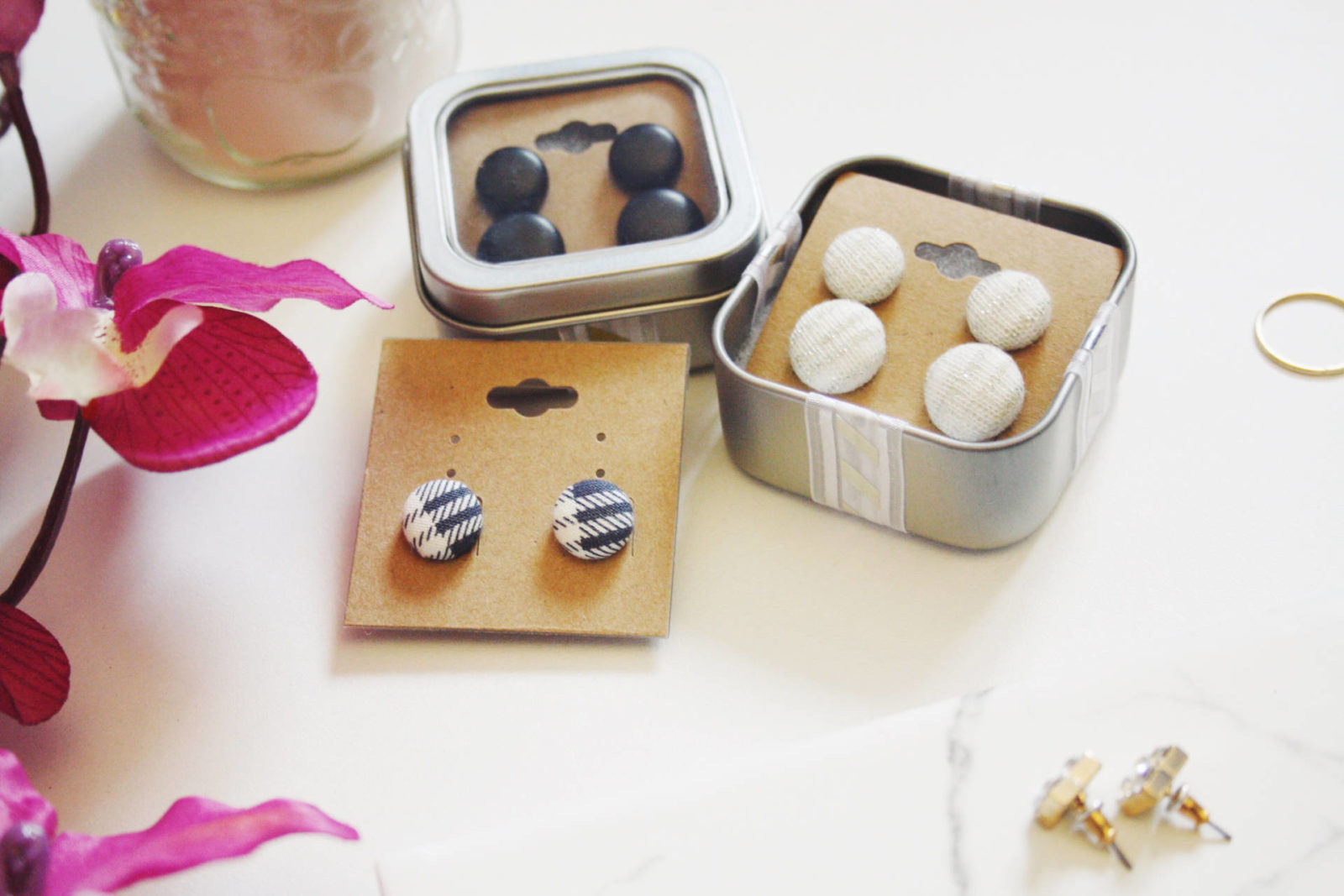 Enamour's button earrings – GIVEAWAY